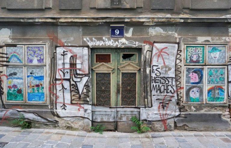 Erdgeschoßfassade des Biedermeierhauses Freundgasse 9, 1040 Wien