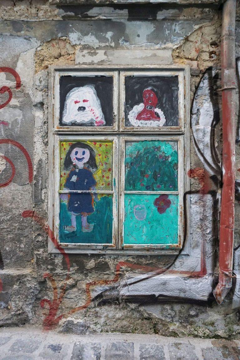 Fenster des denkmalgeschützten Hauses Freundgasse 9 in Wien-Wieden