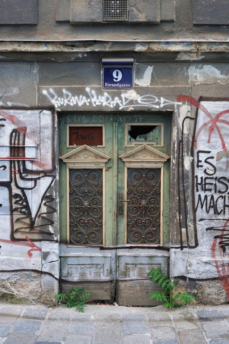 Eingang des Hauses Freundgasse 9, 1040 Wien