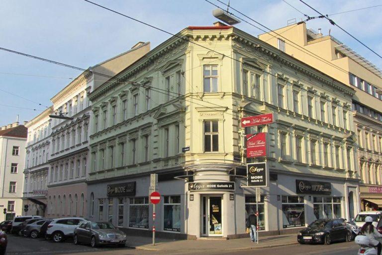 Gründerzeithaus Thaliastraße 56, Architekt: Thomas Hofer, Fassadendekor, Eckhaus, Historismus, Autos, Oberleitungen, Wien-Ottakring