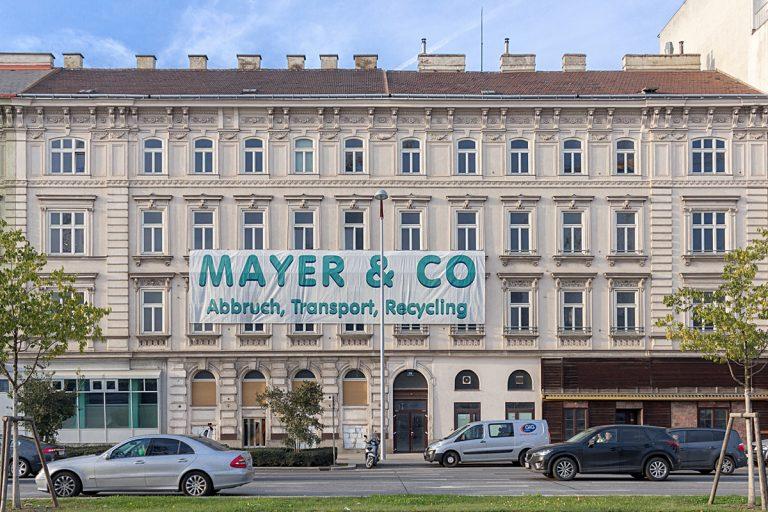 Gründerzeithaus am Wiedener Gürtel kurz vor der Demolierung, Wien