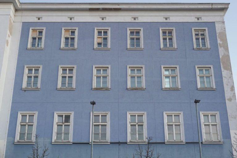 Fassade des blauen Hauses beim Westbahnhof, 1150 Wien
