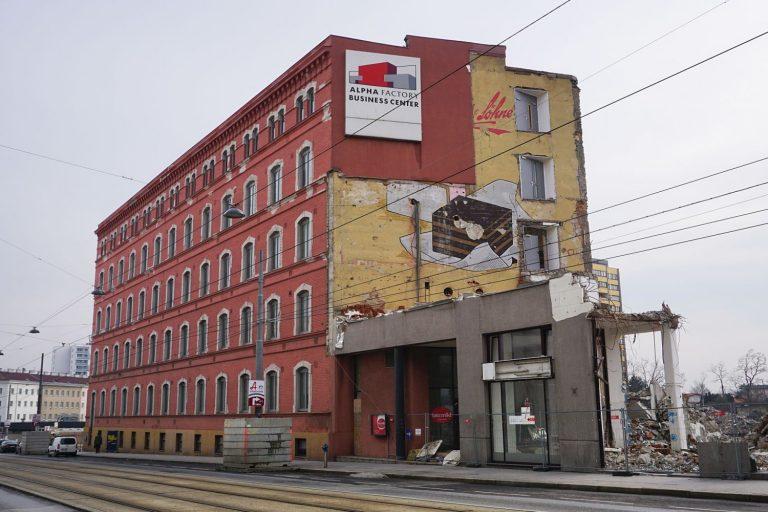 Ildefonso-Werbung auf der Fabrik Victor Schmidt & Söhne in der Geiselbergstraße in Wien-Simmering