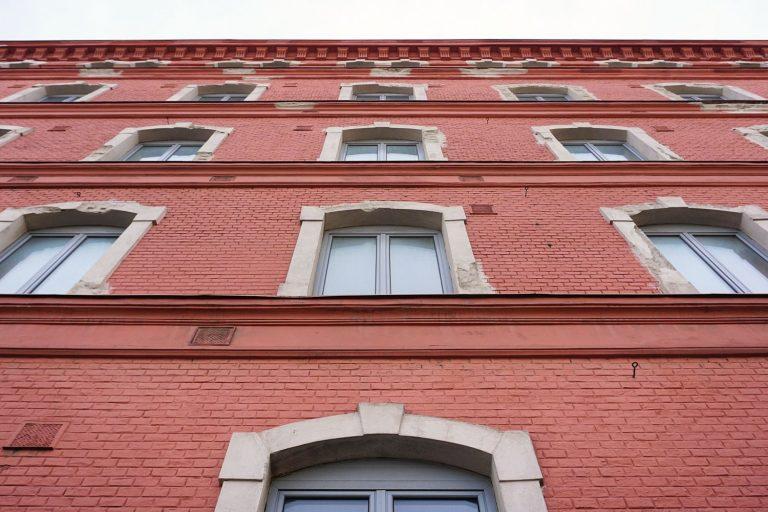 Backsteinfassade der ehemaligen Schokoladenfabrik Victor Schmidt & Söhne, 1110 Wien, Geiselbergstraße