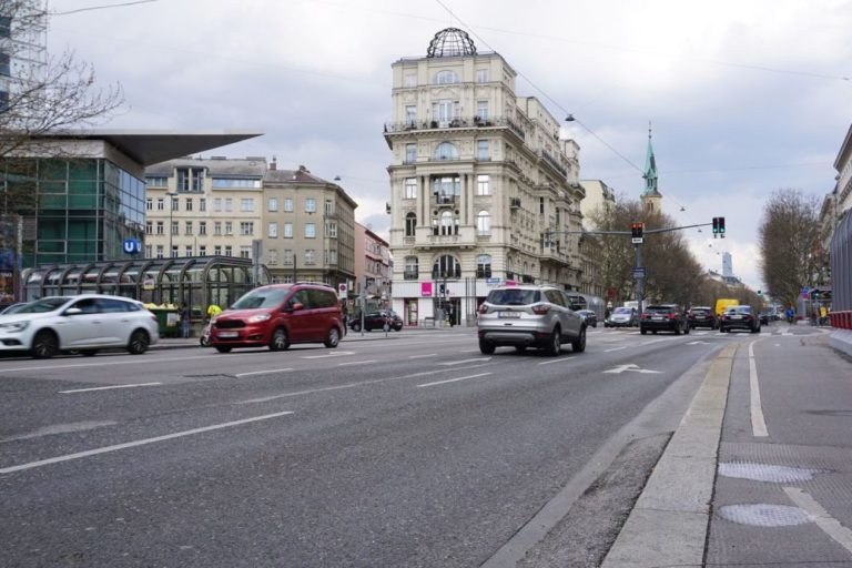 Alliiertenhof beim Nestroyplatz an der Praterstraße in Wien-Leopoldstadt (2. Bezirk)