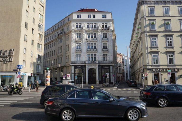 Nestroyhof am Nestroyplatz, Praterstraße
