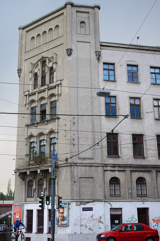 Altbau mit neugotischen Fenstern in Wien-Landstraße