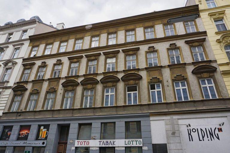 Gründerzeithaus, Historismus, Wien-Alsergrund, Dekor, Fenster, Kolping, Toto Tabak Lotto, Café