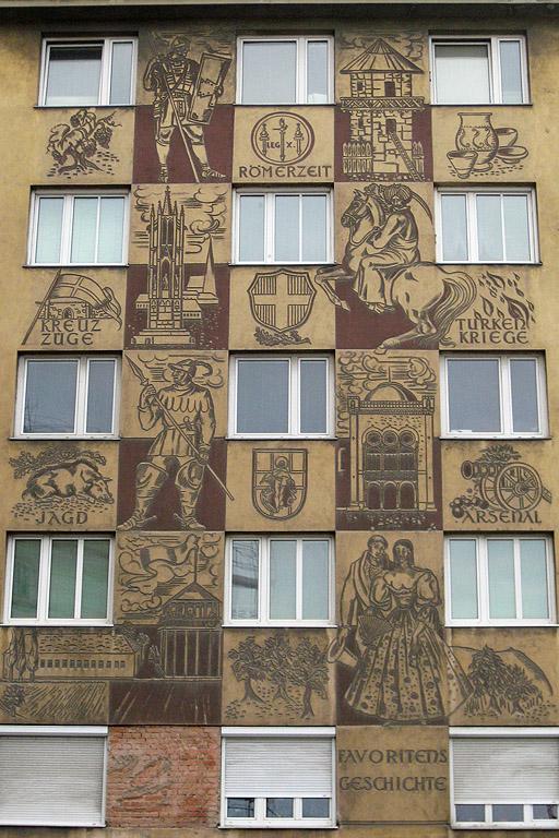 bemalte Fassade an einem 1950er-Wohnhaus, Sgraffito, Favoritens Geschichte, Römerzeit, Türkenkriege, Kreuzzüge, Jagd, 1100 Wien