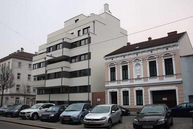 Neubau und Altbau in der Seeböckgasse in Wien-Ottakring