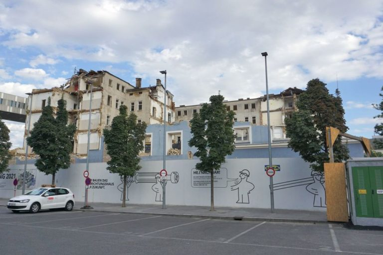 Blaues Haus (Mariahilfer Straße 132) im 15. Bezirk in Wien, bei Abriss, 2019, IKEA-Werbung