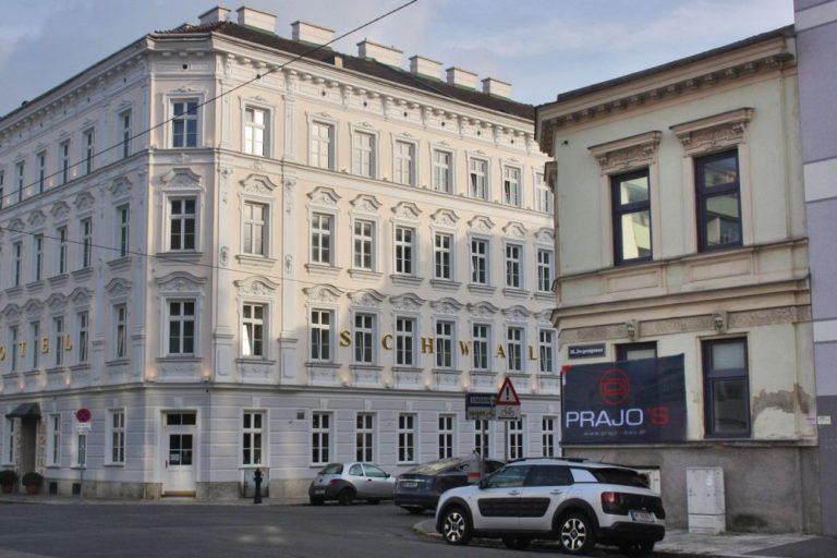 Jahrhundertwendehäuser in Ottakring, Lienfeldergasse, Hotel, Fassadendekor, Autos