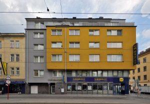 Gebäude Ecke Quellenstraße/Columbusgasse in Wien-Favoriten (10. Bezirk)