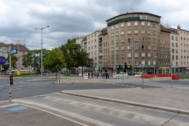 Südtiroler Platz in Wien, Nachkriegsarchitektur, Straßenkreuzung