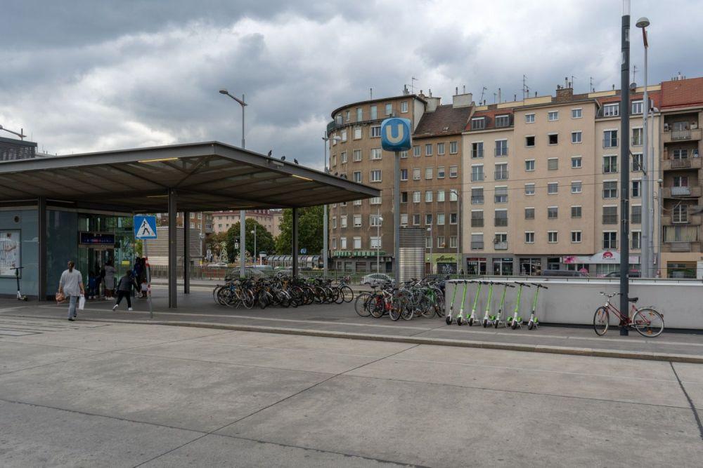 Südtiroler-Platz in Wien, beim Haupteingang des Hauptbahnhofs, 10. Bezirk