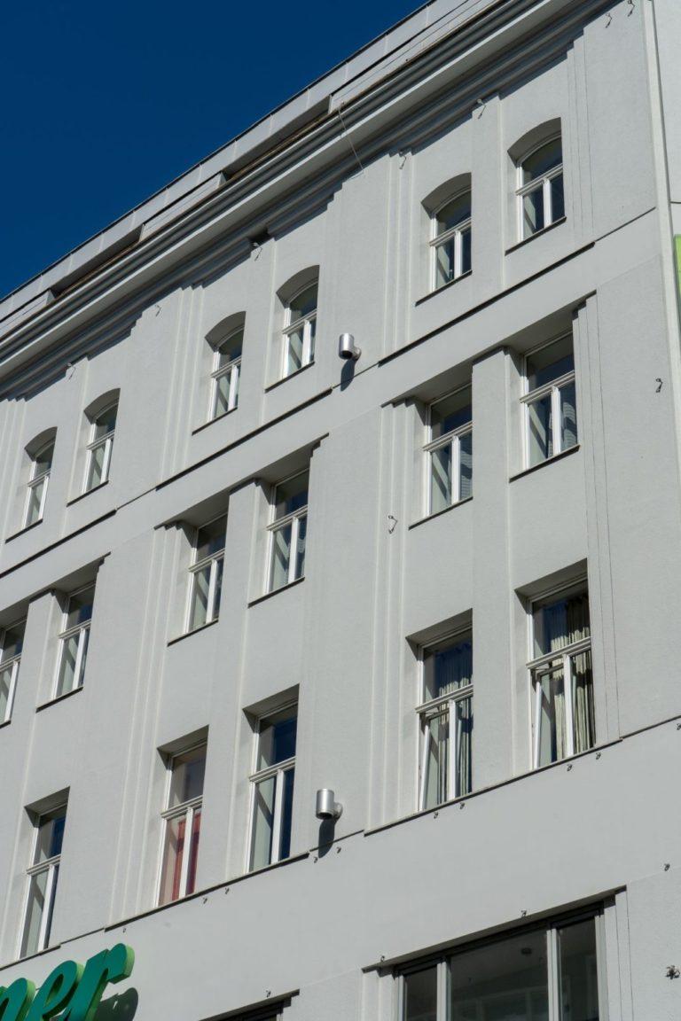 """Leiner, Mariahilfer Straße 18, ehemaliges Warenhaus """"Zur großen Fabrik"""" von Stefan Esders, Wien-Neubau"""