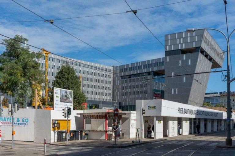 Wien Westbahnhof, Baustelle, IKEA, nach Abriss des blauen Hauses, Bürohaus, Baumaschinen