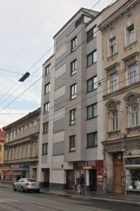 Neubau und Altbauten, Auto, Oberleitungen