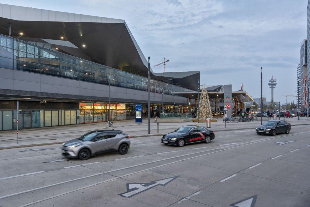 Autoverkehr beim Wiener Hauptbahnhof