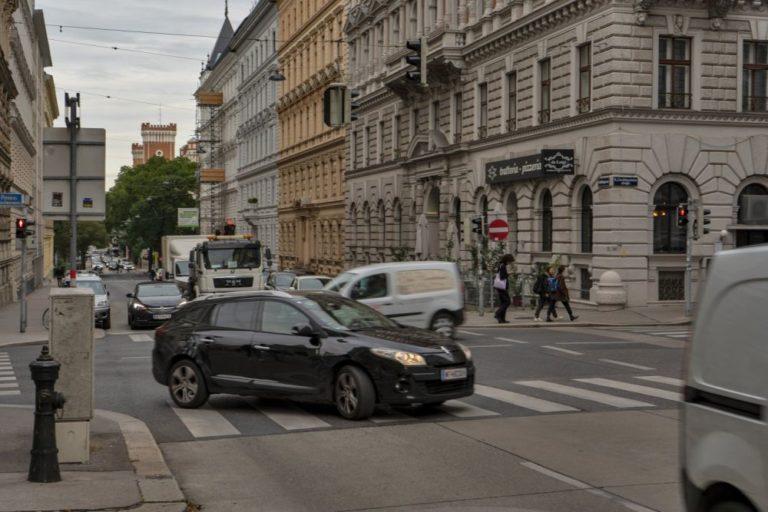 Verkehr in der Hörlgasse/Liechtensteinstraße, Wien-Alsergrund
