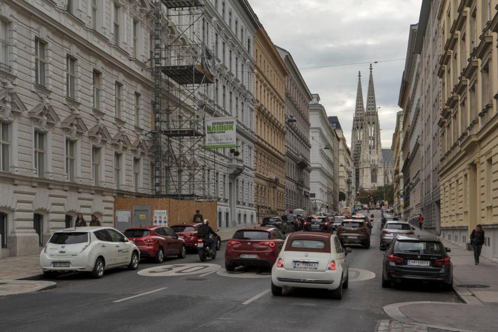 Hörlgasse und Votivkirche in Wien