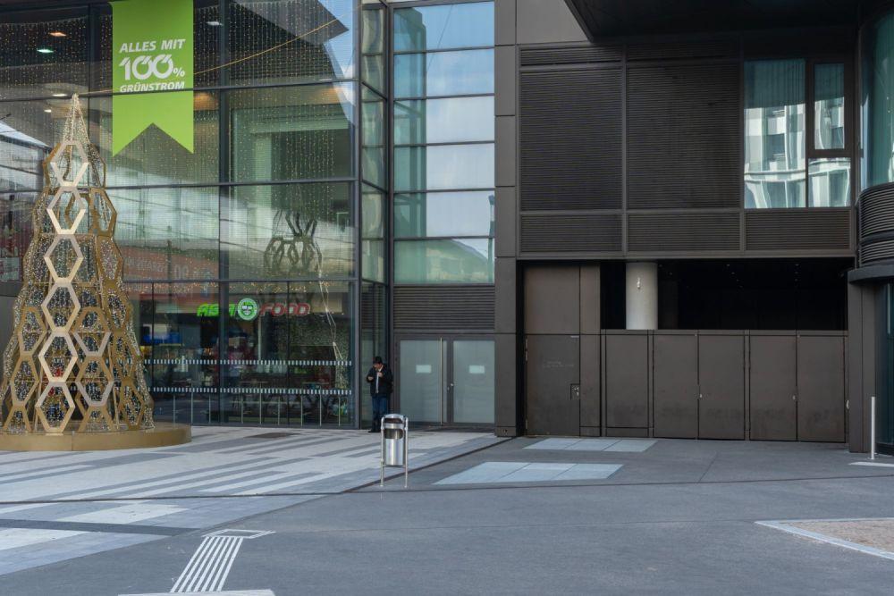 öffentlicher Raum um den Wiener Hauptbahnhof, Glas, Eingänge