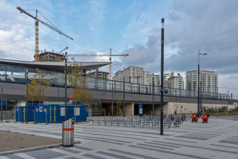 öffentlicher Raum beim Wiener Hauptbahnhof, Baustelle, Hochhäuser, Radabstellplätze, Wien-Favoriten