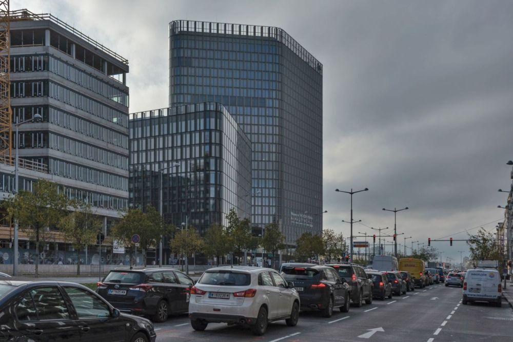 Autoverkehr am Wiedner Gürtel beim Wiener Hauptbahnhof