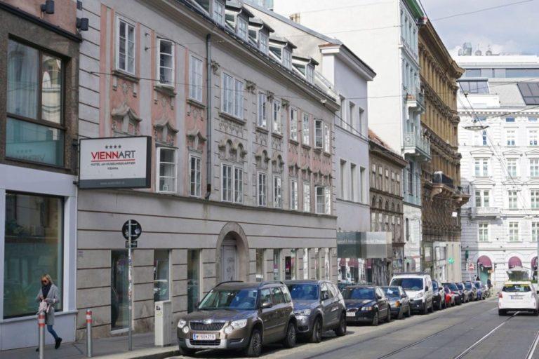 Häuserzeile in der Breite Gasse in Wien