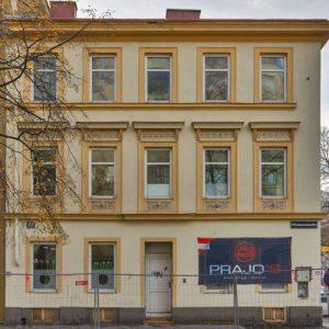 Gründerzeithaus Dammstraße 33 mit heller Fassade, Wien-Brigittenau (20. Bezirk)
