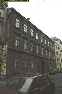 altes Foto eines Gründerzeithauses in Wien-Mariahilf