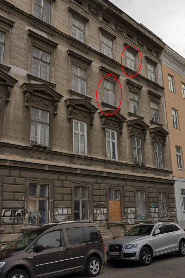 Gründerzeithaus in Wien, Hetzgasse 8, Autos, Schäden