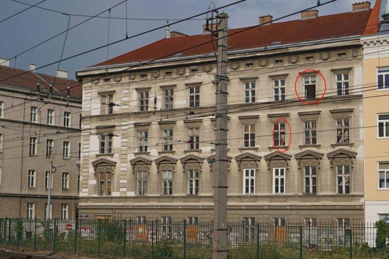 renovierungsbedürftiges Gründerzeithaus in Wien, Oberleitungen, Zaun, Hetzgasse, Untere Viaduktgasse
