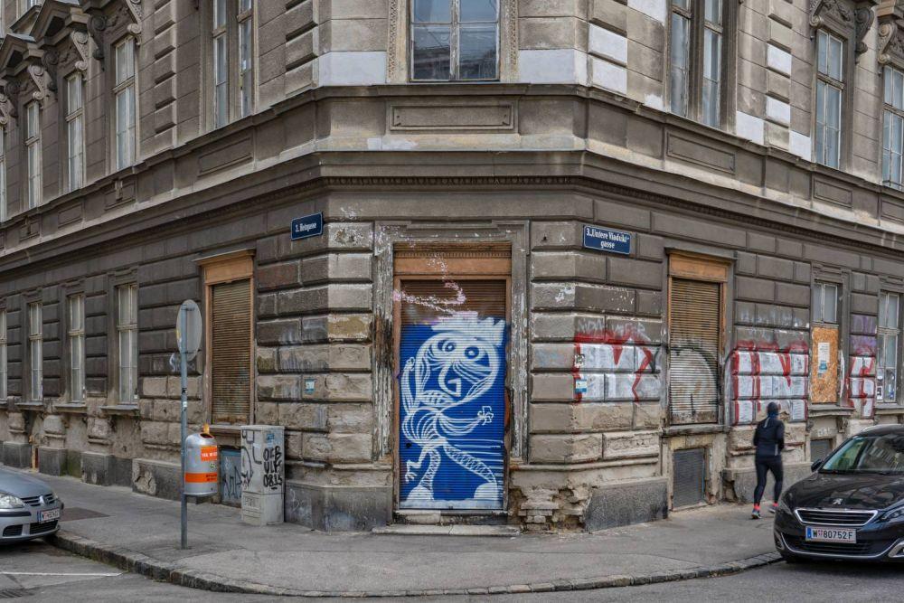 Hetzgasse 8, Erdgeschoß eines renovierungsbedürftigen Gründerzeithauses in Wien