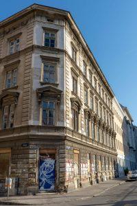 renovierungsbedürftiges Gründerzeithaus in Wien, Hetzgasse 8