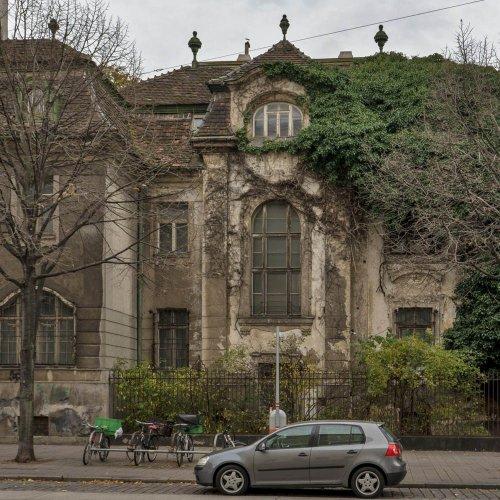 Jahrhundertwende-Villa verfällt