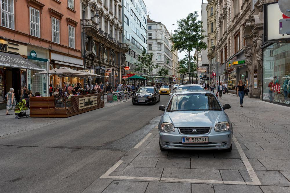 Autos, Fußgänger, Schanigärten, Begegnungszone, Wien, Innere Stadt