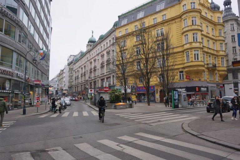 Rotenturmstraße vor der Umgestaltung, Februar 2019, Innere Stadt, Wien, Gründerzeithäuser, Radfahrer, Fahrbahn, Winter
