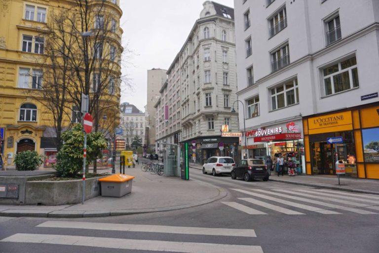 Rotenturmstraße, 1010-Wien, vor dem Umbau zur Begegnungszone, Gründerzeithäuser, Straße, Autos