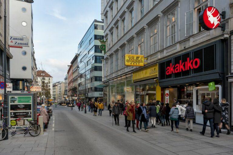 Rotenturmstraße nach dem Umbau zur Begegnungszone, Wien, Innere Stadt, Verkehrsberuhigung, Fußgänger