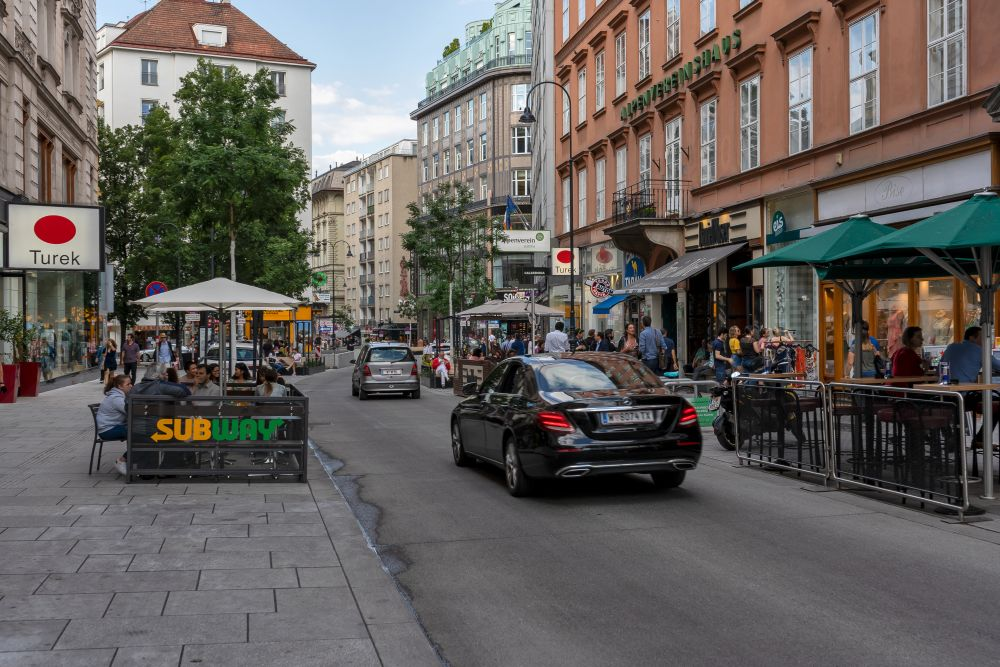 Schanigärten, Autos, Fußgänger, Begegnungszone, Rotenturmstraße, Wien