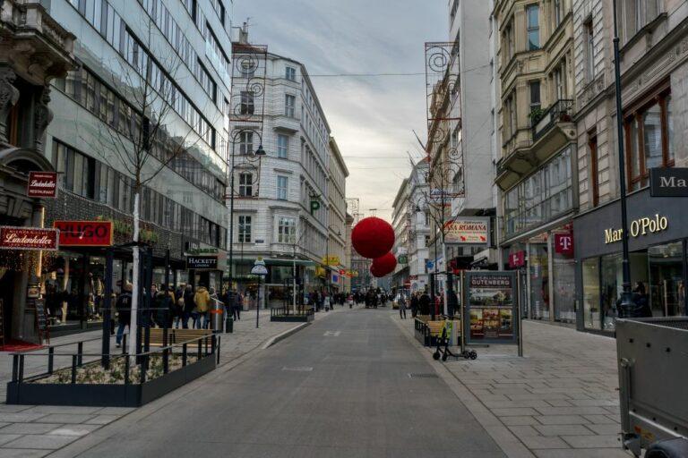 Begegnungszone Rotenturmstraße, 2019, Wien, Innere Stadt (1. Bezirk), Blick zum Stephansplatz, mit Weihnachtsdekoration