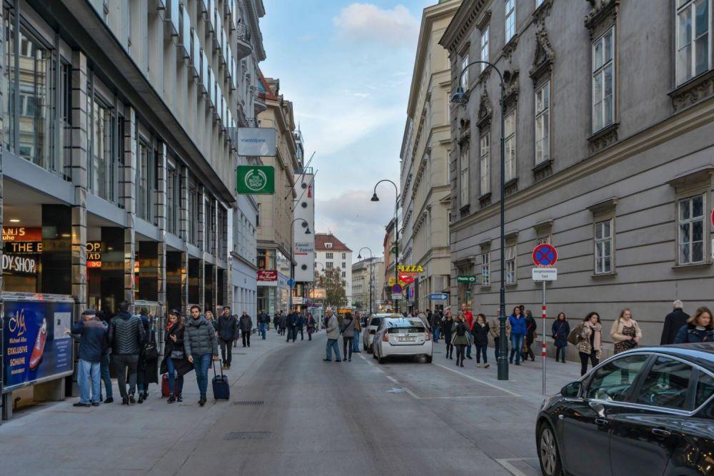 Taxis-Parkplätze in der Begegnungszone, nahe Stephansplatz (November 2019)