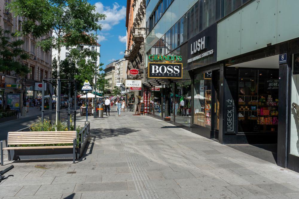 Gehsteig in der Rotenturmstraße, Begegnungszone, Wien, Innere Stadt