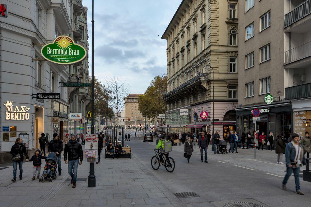Rotenturmstraße beim Schwedenplatz im Winter 2019, nach dem Umbau zur Begegnungszone