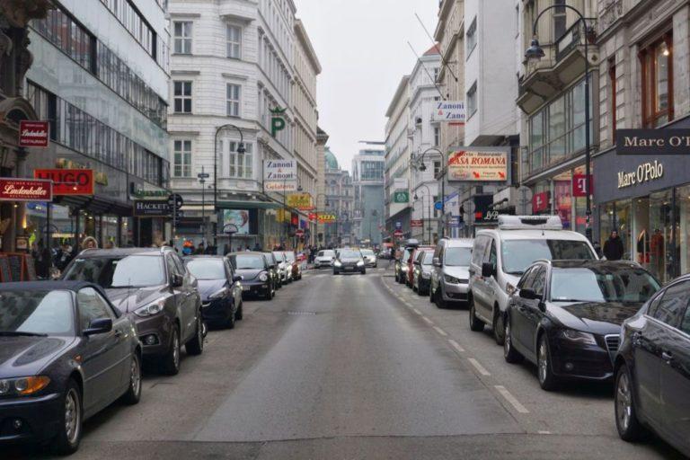 Rotenturmstraße mit vielen Parkplätzen, vor dem Umbau 2019, Wien