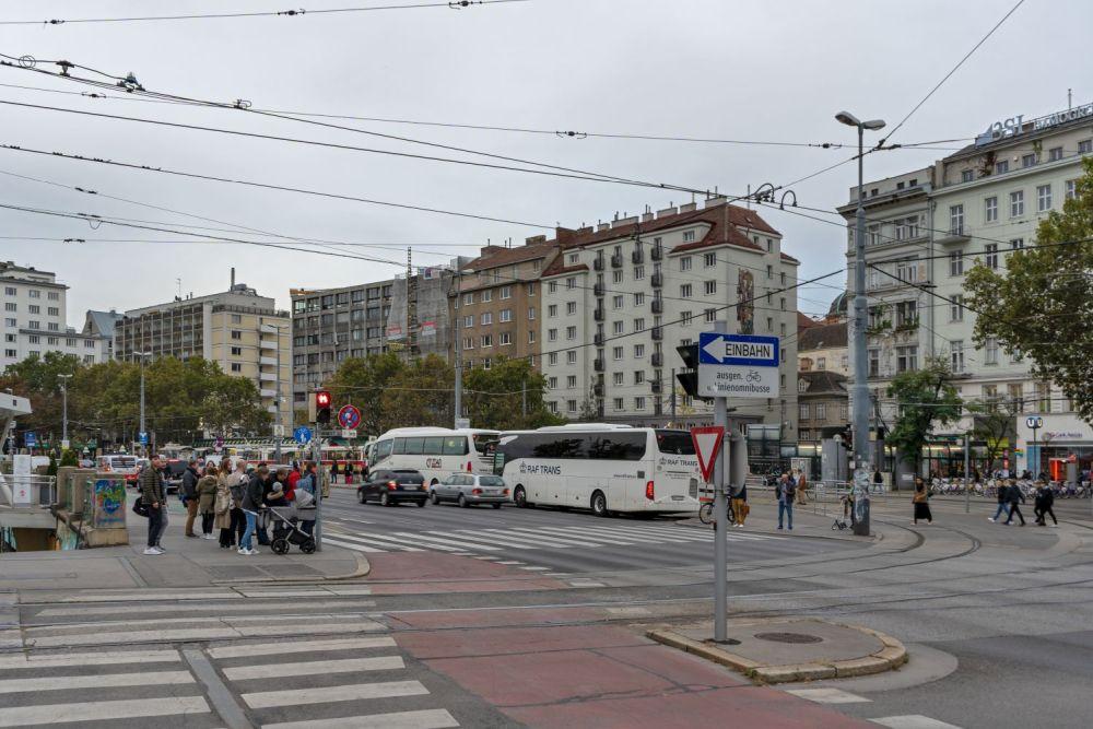 breite Straße, Busse, Verkehr, Personen, Schwedenplatz, Oberleitungen, Wien, Innere Stadt