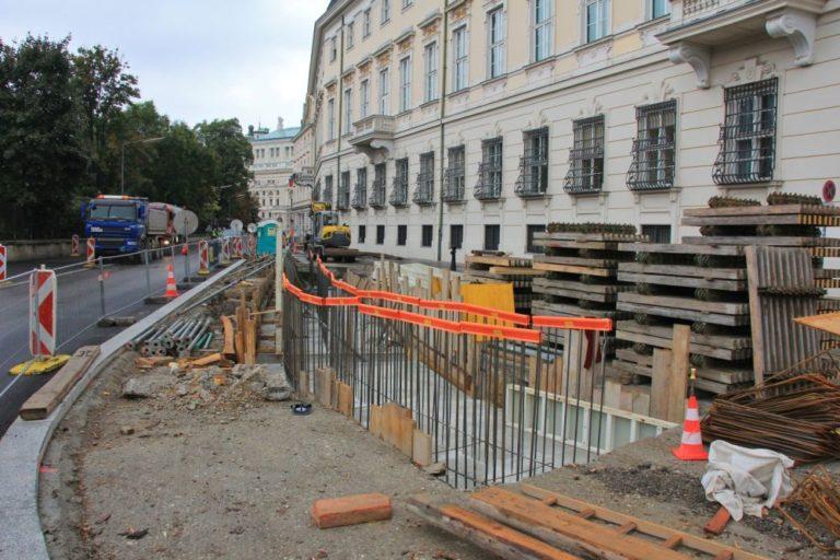 Löwelstraße und Ballhausplatz werden umgebaut, Poller werden installiert, Asphalt verlegt