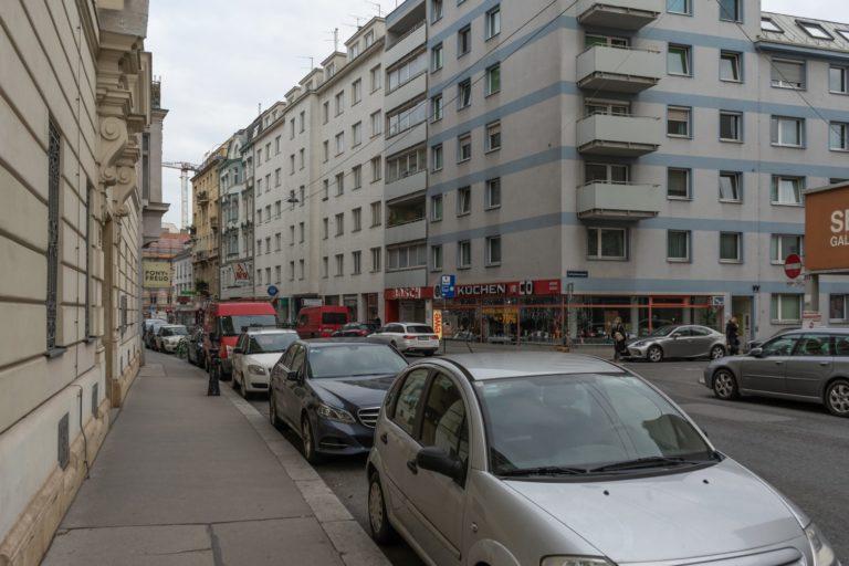 Gumpendorfer Straße bei der Dominikanergasse, Wien-Mariahilf