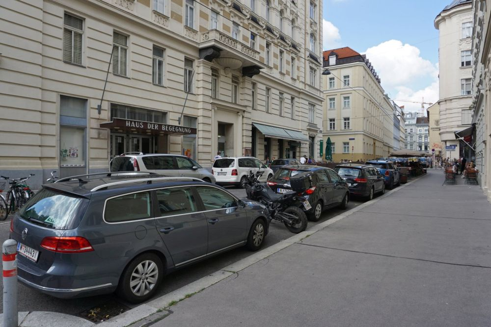 Königsegggasse vor dem Umbau zur Fußgängerzone, Wien-Mariahilf